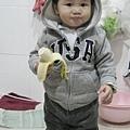 091218-饅頭真的很愛香蕉.JPG