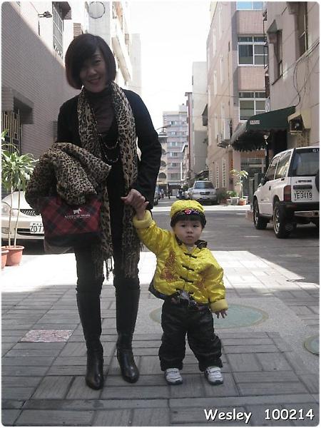 100214-饅頭和奶奶.jpg
