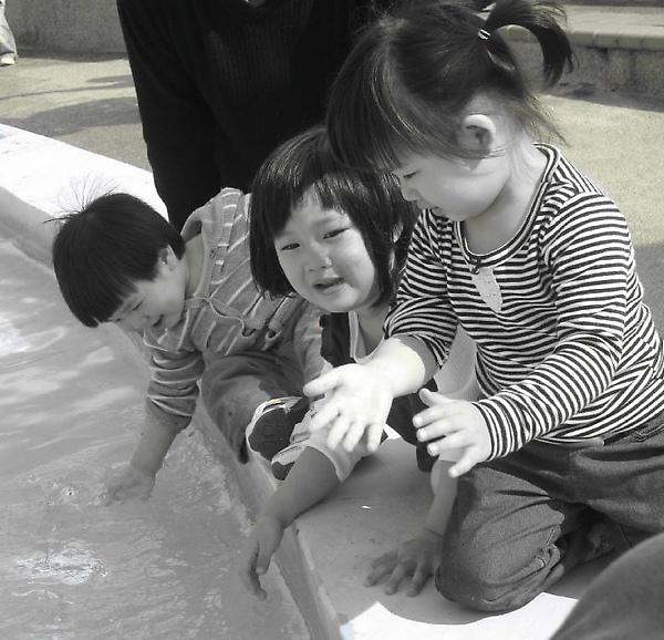 100220-三個小人在海生館.jpg