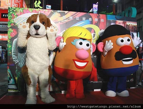 西門町愛犬與兒樂寶蛋頭夫婦