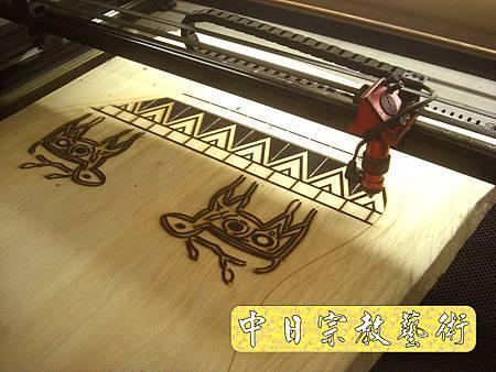 H3614.魯凱族圖騰木匾製作.JPG