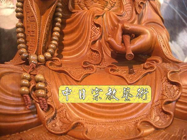 L2008.梢楠木觀音(卍字衣袖).JPG