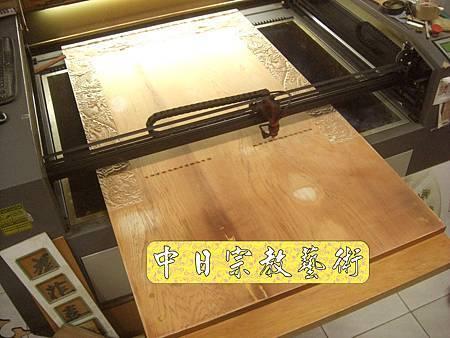 K1705台灣千姓祖牌貼金箔.JPG