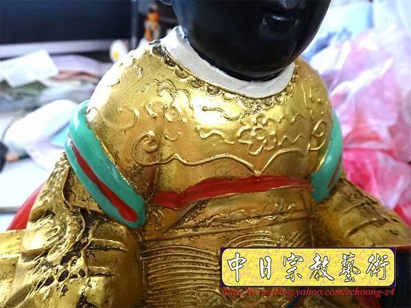 K2303.黑面媽祖神像整修貼金箔~斷指接合處裡.JPG
