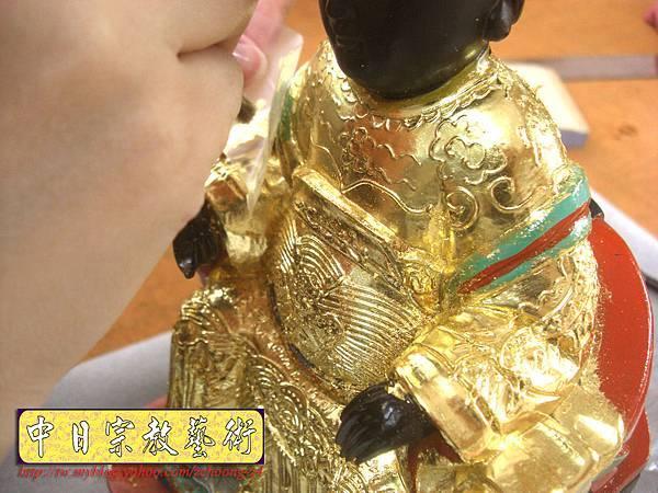 K2315.黑面媽祖神像整修貼金箔~斷指接合處裡.JPG