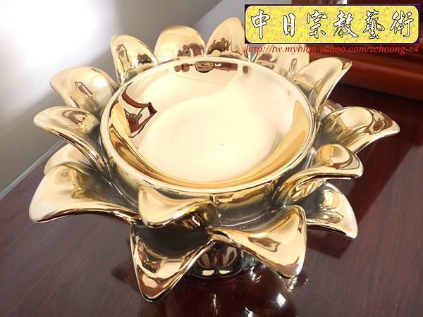 F3302.蓮花陶瓷燭台.JPG