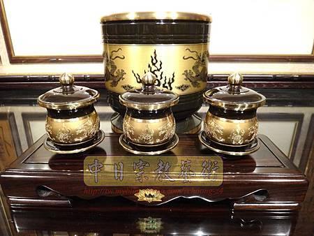F4403.高級神桌銅器~雙色雙龍杯 黑檀鋸花片供水桌.JPG