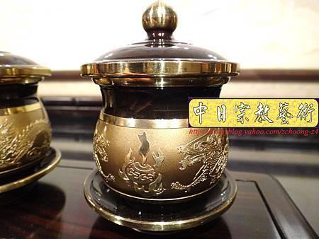 F4405.高級神桌銅器~雙色雙龍杯 黑檀鋸花片供水桌.JPG