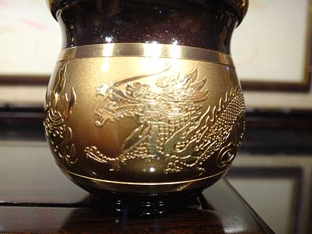 F4408.高級神桌銅器~雙色雙龍杯 黑檀鋸花片供水桌.JPG