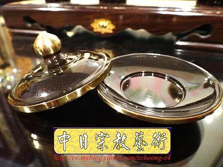 F4413.高級神桌銅器~雙色雙龍杯 黑檀鋸花片供水桌.JPG