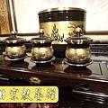 F4414.高級神桌銅器~雙色雙龍杯 黑檀鋸花片供水桌.JPG
