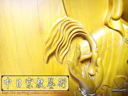 G2614.神桌神明彩設計~浮雕觀世音菩薩像 福祿壽木雕聯.JPG