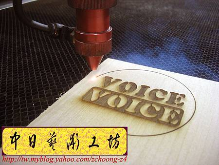 I4609.雷射雕刻切割設計製作~特製臉像雕刻 PUB客製化杯墊.JPG