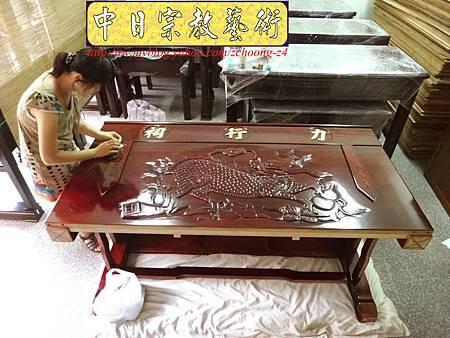 K2413.神桌訂做 土地公廟桌 麒麟雕刻貼金箔製做.JPG