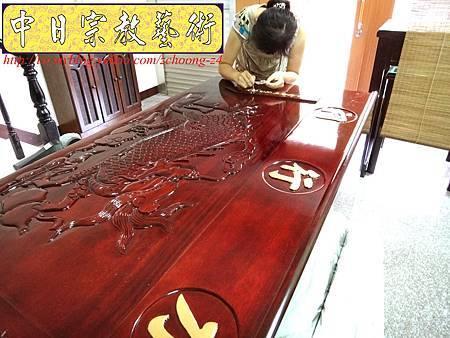 K2415.神桌訂做 土地公廟桌 麒麟雕刻貼金箔製做.JPG