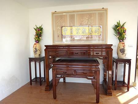 N21002.5尺8漢式神桌 紫檀色系佛桌樣式 神桌花架 觀自在神聯 木雕佛聯 佛堂設計精選.JPG