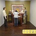 N22008.佛堂設計 現代神明廳 5尺1神桌神聯設計 圓心經實木雕刻 佛桌花架擺設 千手觀音木雕.JPG