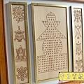 B14902.寶篋印陀羅尼雕刻木雕佛匾 八吉祥佛桌佛聯雕刻 藏傳佛教佛堂設計.JPG