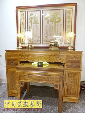 N23602.箱櫃式神桌 5尺1佛桌樣式 蓮花佛字心經木雕佛聯 水晶蓮花燈.JPG