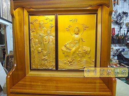 N23802.半櫥神桌結合電視櫃 半雕體觀音佛像 福祿壽.JPG