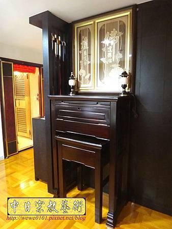 N24801.訂做款的二尺九神桌 桌高四尺四 佛道禪心木雕佛聯.JPG