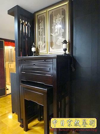 N24802.訂做款的二尺九神桌 桌高四尺四 佛道禪心木雕佛聯.JPG