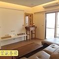 N25311.小公寓的佛堂公媽桌設計 二尺九柚木神桌 佛道禪心經文木雕聯 日式小佛燈.JPG
