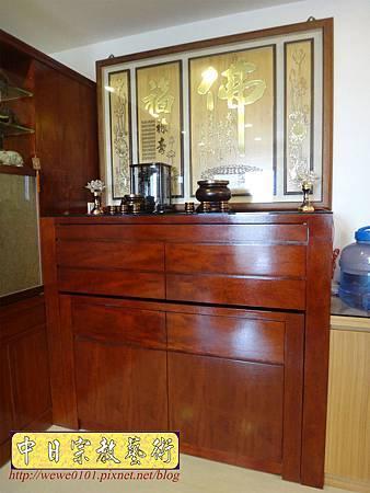 N26201.五尺一櫃式佛堂設計 箱桶型神桌佛桌 木雕金箔佛聯.JPG