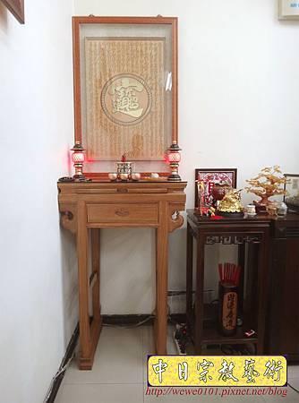 N28002.當舖裡的小神桌 2尺3明式柚木小佛桌 招財進寶心經木雕神聯佛聯.JPG