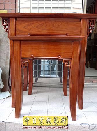 M15901.現代神桌設計 彎腳發字佛桌製作 花梨木2尺9神桌.JPG