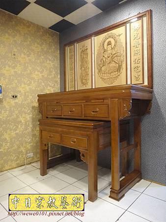 N28701.五尺八明式神桌 樟木佛桌 雷射雕刻觀音木雕聯.JPG