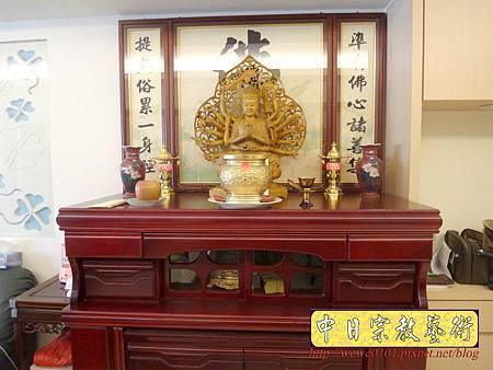 N29302.神明廳設計 4尺2櫃型神桌 蓮花佛字神聯.JPG