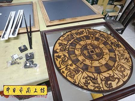H15211.木雕掛鐘 八掛鐘 實木雕刻製作.JPG