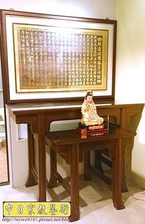 M30602.發字型神桌設計 5尺1佛桌樣示 雷射雕刻心經木雕聯 神桌神龕後貼設計.JPG
