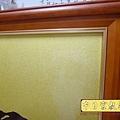 D2807.黃金底佛字 佛桌背景.JPG