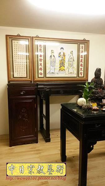 N31610.佛桌與祖先桌分開樣式 4尺2黑檀桌搭1尺58公媽桌 西方三聖佛畫.jpg