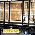 N31911.一貫道佛堂 7尺黑檀佛桌 拉米黑檀神桌 明明上帝忠堂佛聯金箔版.jpg