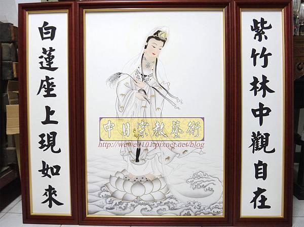 Q3501.一貫道佛桌背景 白衣大士畫像佛聯佛龕.JPG