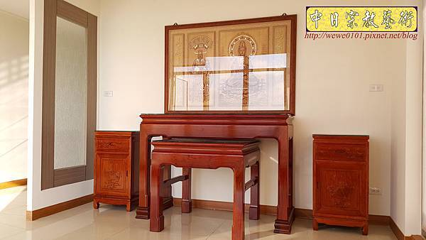 N33004.五尺一花梨素面神桌 仿浮雕觀音木雕聯.jpg