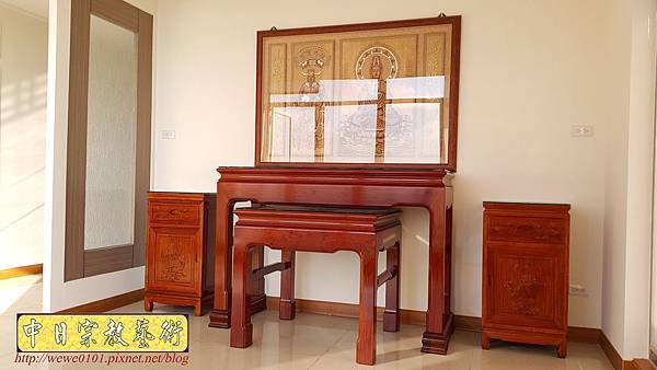 N33005.五尺一花梨素面神桌 仿浮雕觀音木雕聯.jpg