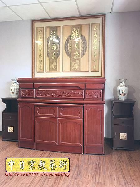 N33701.五尺一櫃型佛桌 觀自在木雕佛聯.JPG
