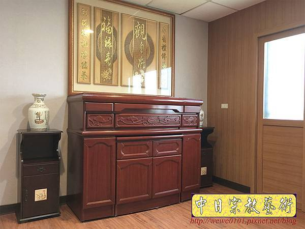 N33703.五尺一櫃型佛桌 觀自在木雕佛聯.JPG