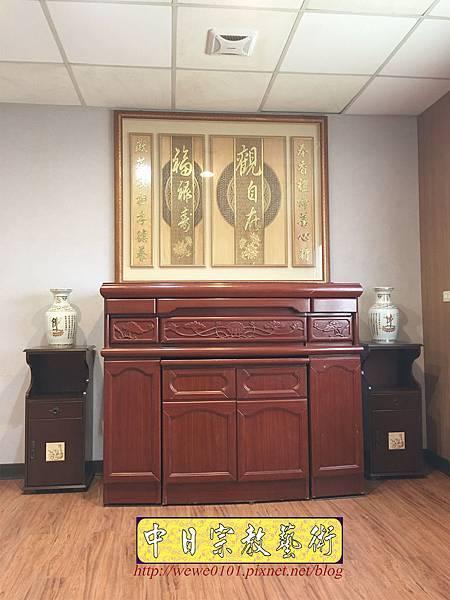 N33704.五尺一櫃型佛桌 觀自在木雕佛聯.JPG
