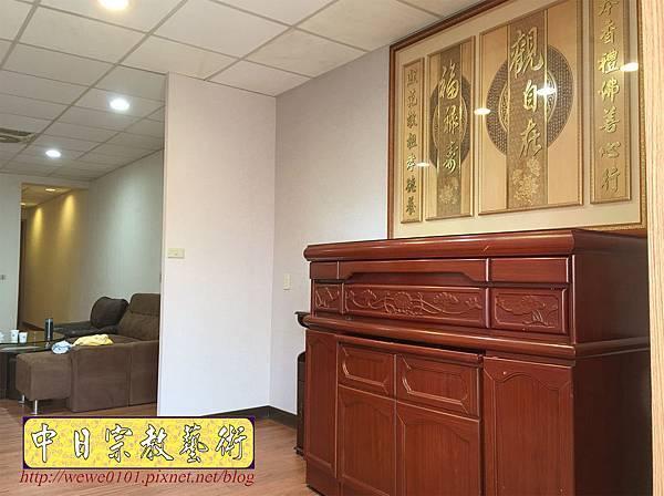N33705.五尺一櫃型佛桌 觀自在木雕佛聯.JPG