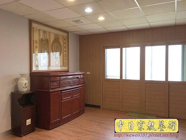 N33706.五尺一櫃型佛桌 觀自在木雕佛聯.JPG