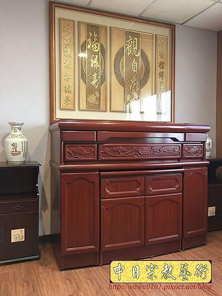 N33707.五尺一櫃型佛桌 觀自在木雕佛聯.JPG
