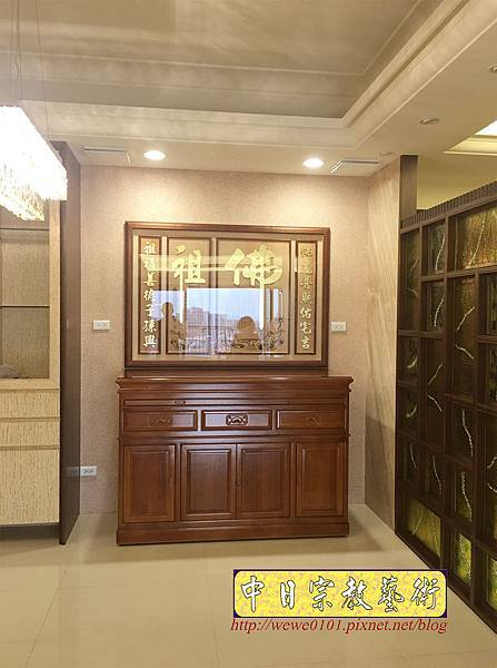 N34502.五尺八櫃型佛桌 佛祖字貼金木雕佛聯.JPG