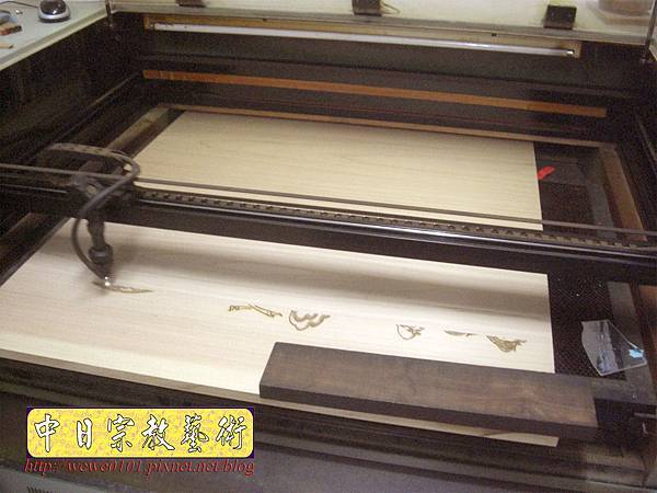 A15908.現代神桌佛像聯對~雷射雕刻西方三聖木雕聯.JPG