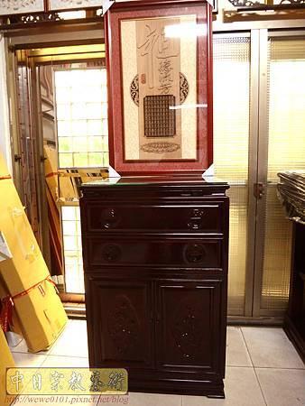 E12301二尺寬三尺半高黑紫檀公媽櫃搭配二尺寬祖聯.jpg
