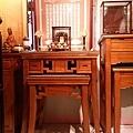 E12901二尺九彎角神桌搭配百壽祖聯銅製水晶蓮花燈.jpg
